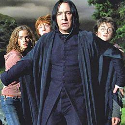 Piton_protegge_Hermione_Ron_e_Harry_dal_lupo_mannaro
